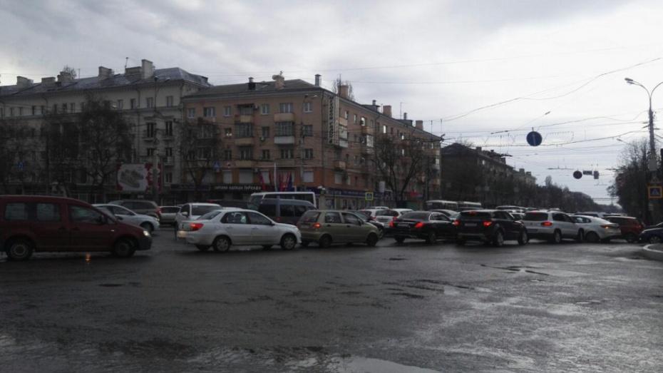В центре Воронежа образовалась пробка из-за присяги курсантов