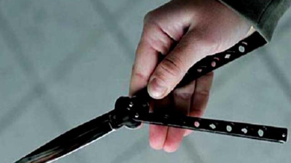Дебошир, бросавшийся с ножом на полицейского, заявил о своем психическом расстройстве