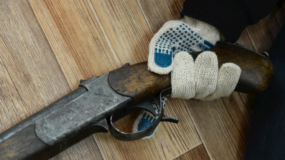 Житель Воронежской области пытался застрелить жену через дверь ванной
