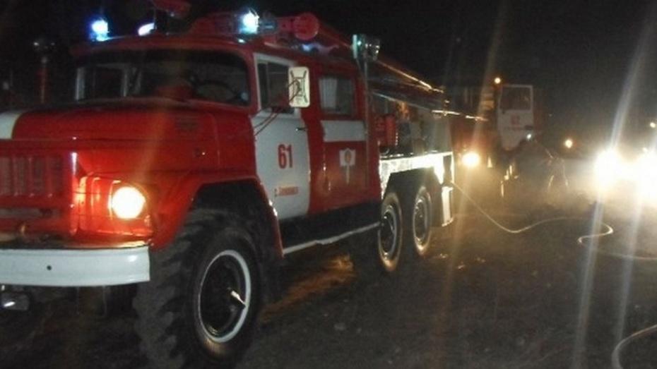 В семилукском селе сгорела кровля деревообрабатывающего цеха