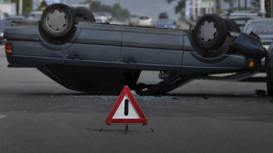 В Воронежской области перевернулся Hyundai Solaris: водитель погиб
