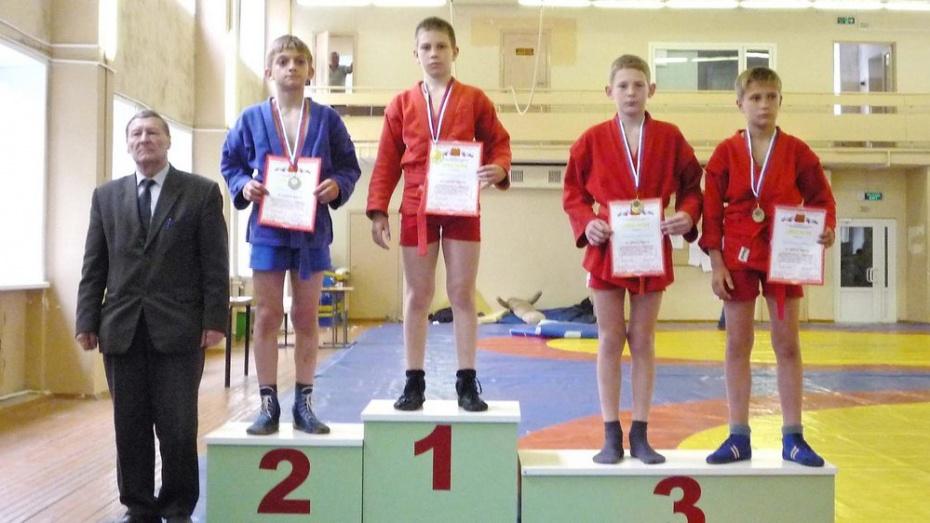 Юные самбисты из Бутурлиновки завоевали «золото» и «бронзу» на первенстве области