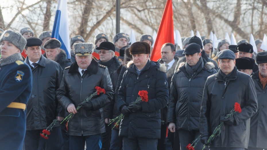 Путин возложил венок кМогиле Неизвестного бойца послучаю Дня защитника Отечества