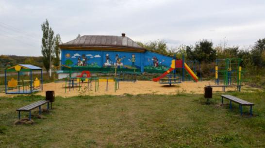 В воробьевском селе Квашино активисты сделали детскую площадку