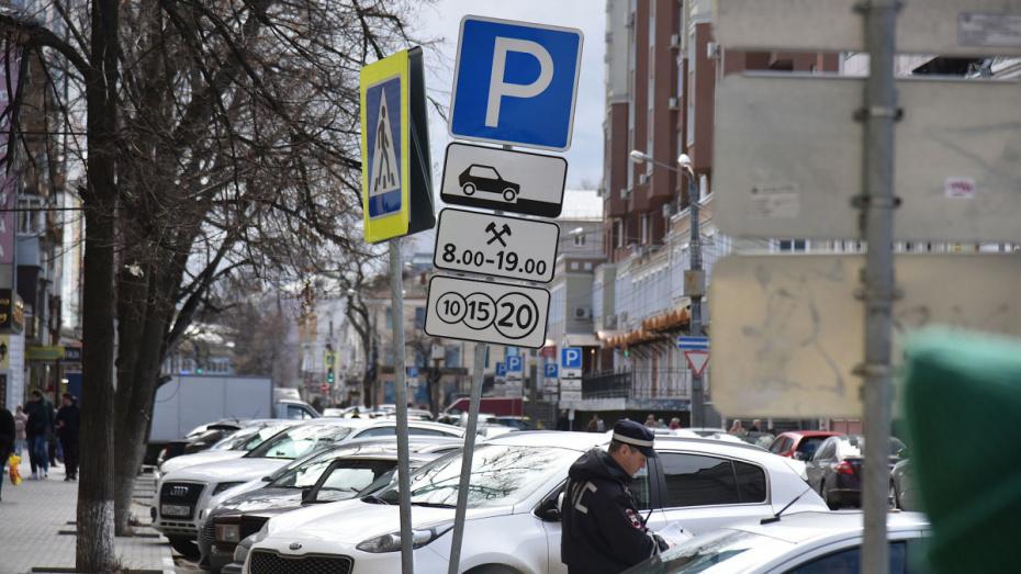 Житель Воронежской области лишился машины после парковки у отдела приставов