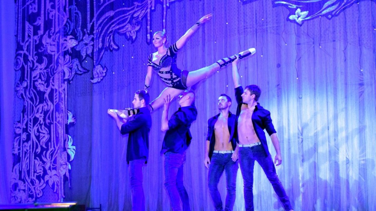 akrobaticheskiy-shpagat-balerin-video-hudaya-rakom-galerei-porno-foto