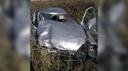 «Приора» влетела в КамАЗ в Воронежской области: 1 погибший и 4 пострадавших
