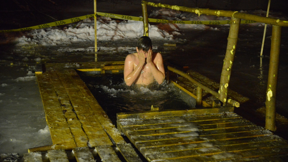 В Семилуках сделали 9 мест для купания на Крещение