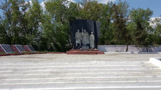 В лискинском селе Нижний Икорец капитально отремонтируют мемориальную композицию