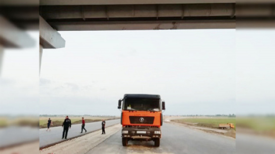 В Павловске маляр упал с 5-метрового моста из-за наезда грузовика на покрасочный шланг
