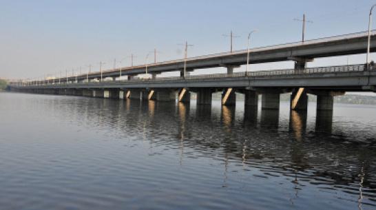 Чиновники подсчитали, что воронежцы стали меньше стоять в пробке на Северном мосту