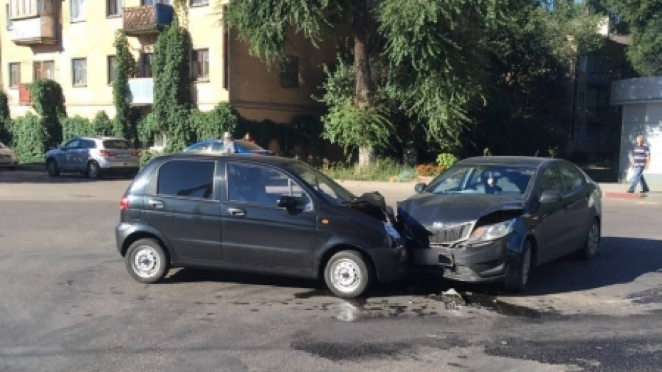 ВВоронеже вДТП с 2-мя иномарками пострадали 4 человека