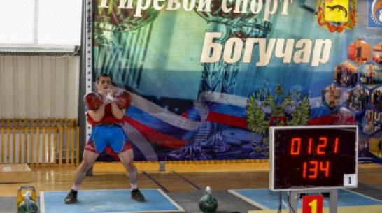 В Воронежской области военный ЗВО установил рекорд России по подъему нестандартной гири
