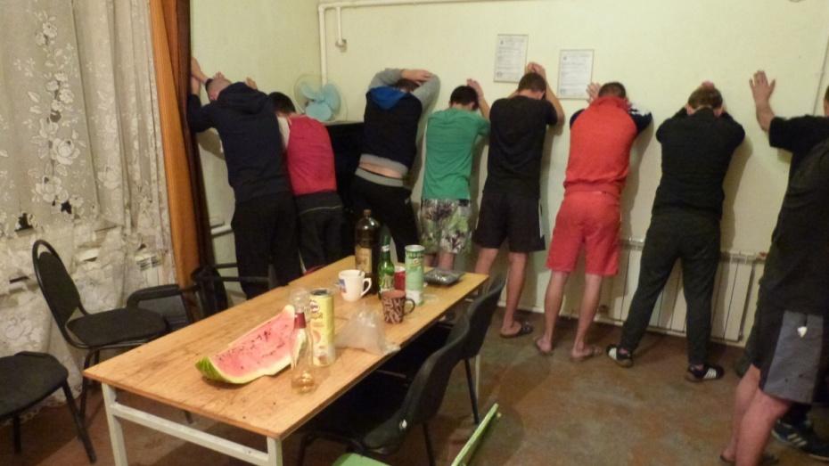 «Там были украинцы». Под Воронежем чекисты отыскали подпольный завод попроизводству алкоголя
