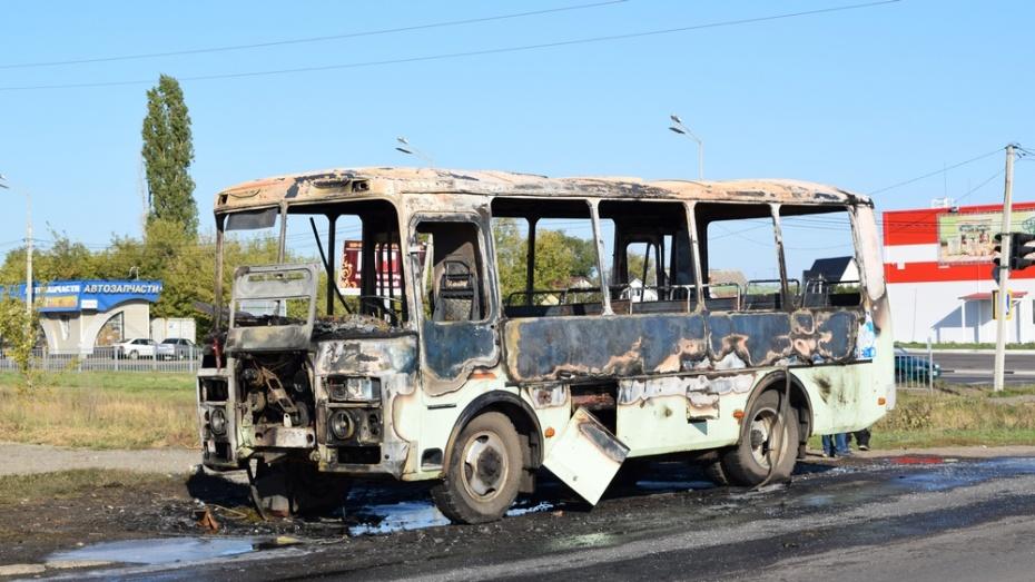 В Борисоглебске на дороге сгорел автобус ПАЗ