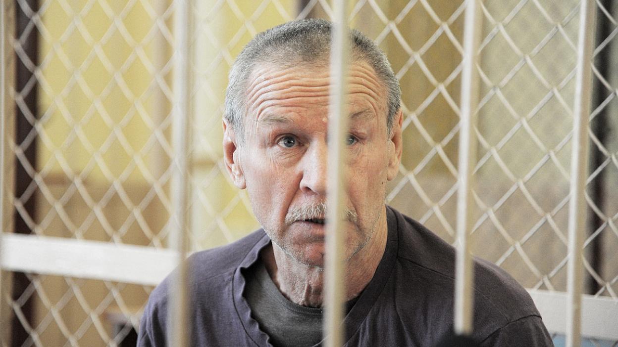 «Боюсь на него смотреть». В Воронеже начались слушания по делу убийцы сына и невестки