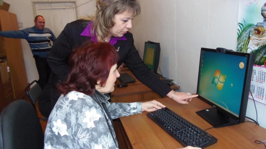 В Верхнем Мамоне организованы компьютерные курсы для пенсионеров