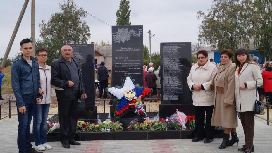 В россошанском селе Анцелович общественники установили памятник односельчанам-фронтовикам