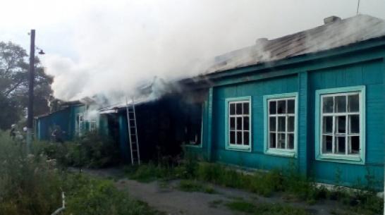 В Грибановском районе сгорела заброшенная школа