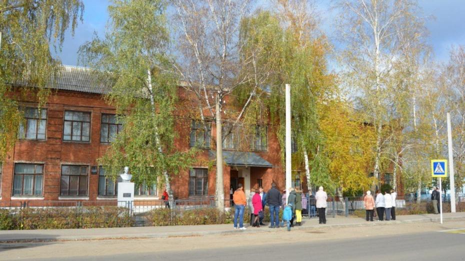 Неменее  100 детей эвакуировали изшколы в столицеРФ  после звонка обомбе