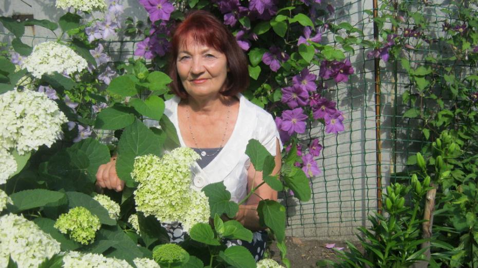 Жительница Верхнего Мамона выпустила сборник стихов «Дыхание любви»
