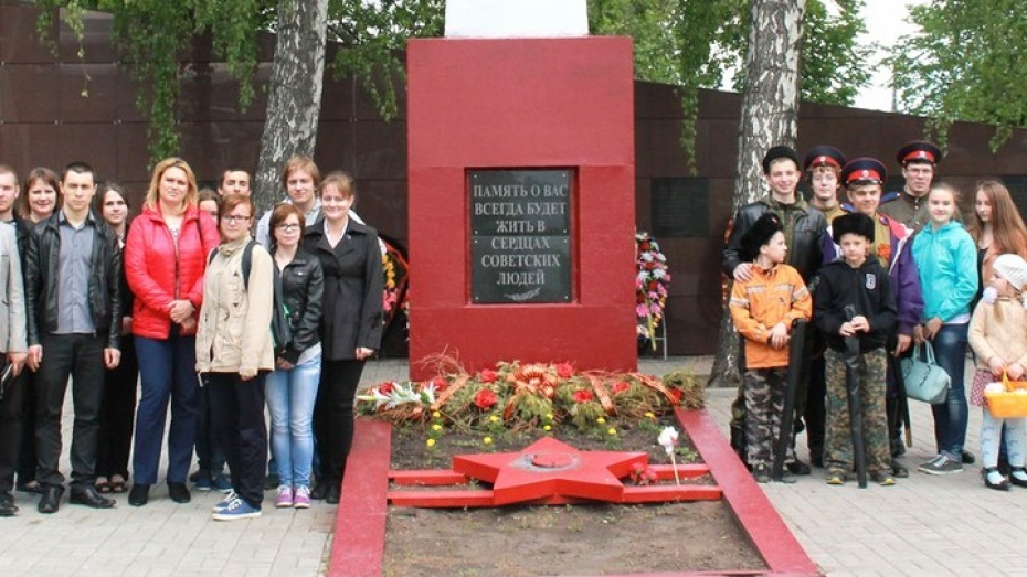 В Семилукском районе прошла первая автобусная экскурсия по военным мемориалам