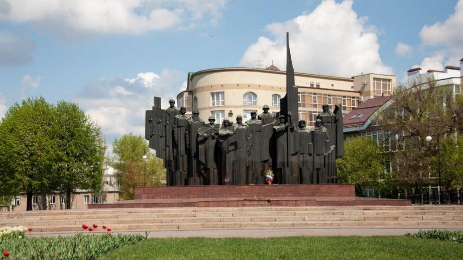 С улиц Воронежа после празднования Дня Победы вывезли 94 кубометра мусора