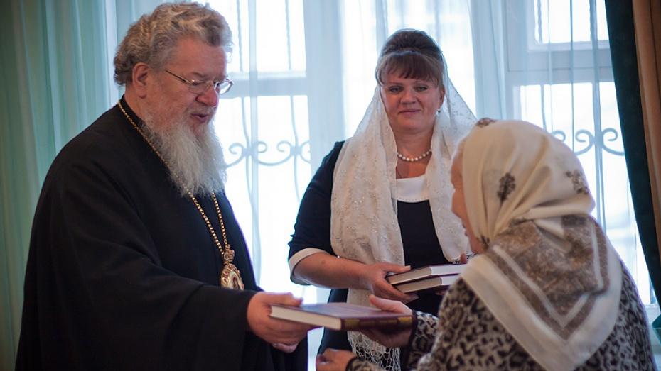 Новый Завет библиотекам региона презентовала Воронежская и Борисоглебская епархия