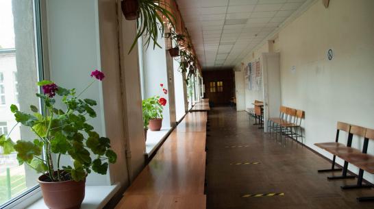 Из-за COVID-19 на дистанционку перешли среднее и старшее звено воронежской школы №94
