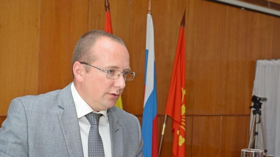 Глава администрации Грибановского района досрочно сложил полномочия