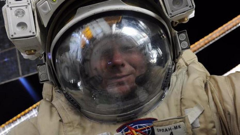 Российский космонавт сделал селфи в открытом космосе