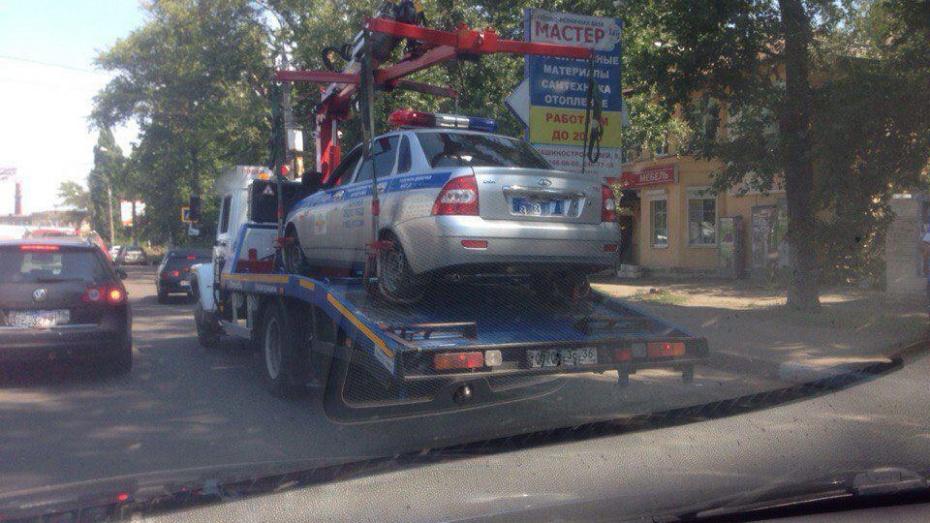 Полицейские объяснили эвакуацию машины ГИБДД в Воронеже