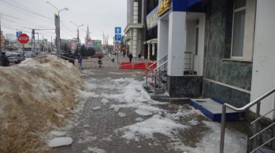 В Воронеже наледь с крыши упала на 18-летнюю девушку