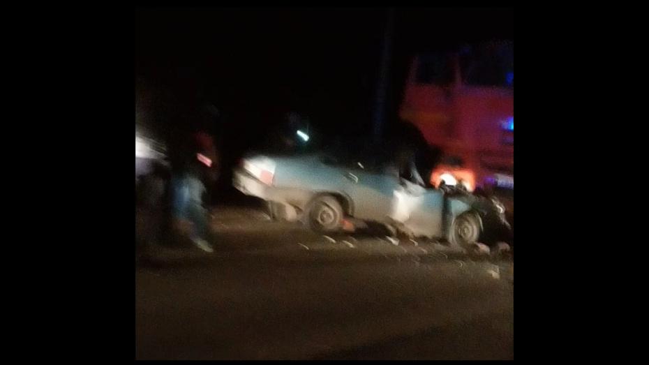 В Воронежской области мужчина погиб при столкновении легковушки с КамАЗом