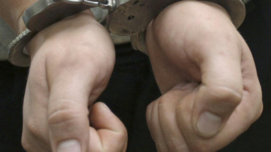 В Воронеже рецидивист изнасиловал знакомую, явившись к ней домой обсуждать крестины своей дочери