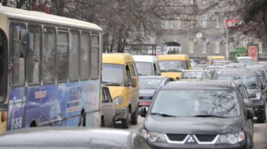 Воронежцев пригласили к участию в опросе о проблемах транспорта в городе