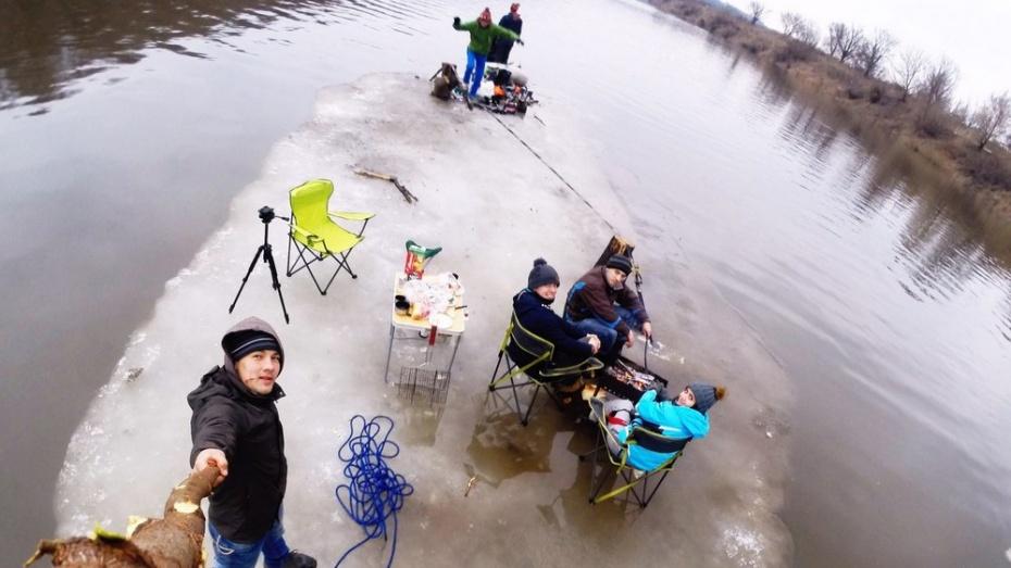 Воронежские экстремалы опубликовали видео сплава на льдине