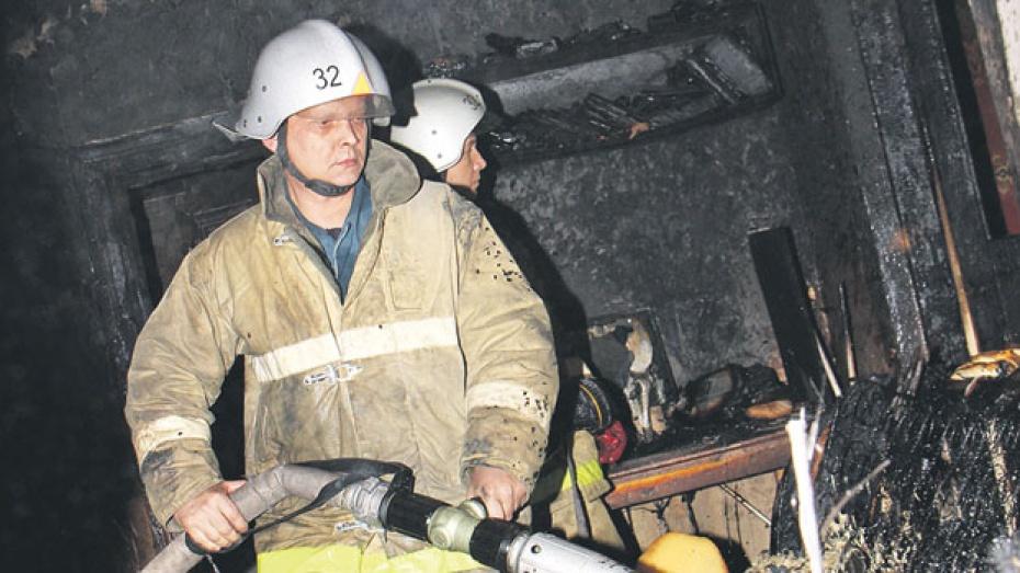 В Боброве из-за короткого замыкания сгорел дом