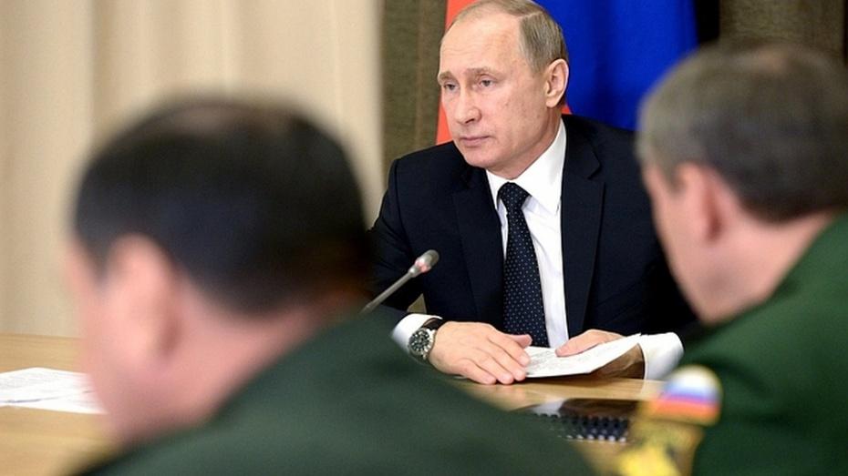 Владимир Путин разрешил призывникам проходить альтернативную службу на оборонных заводах.