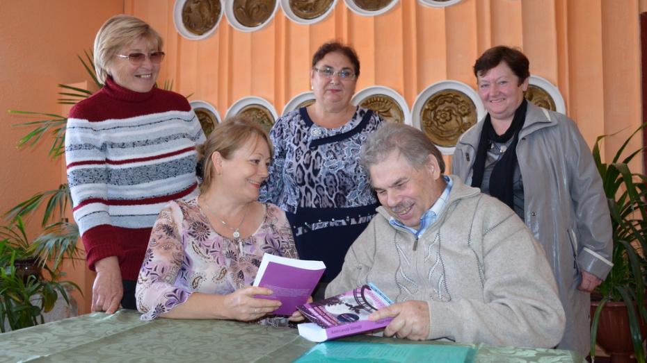 Житель Верхнего Мамона выпустил сборник стихов и песен «Люди-птицы»