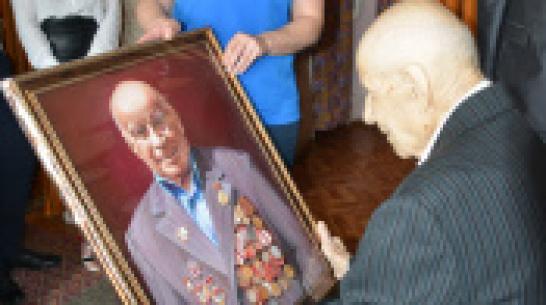 В Каширском районе ветерану подарили его портрет в честь Дня Победы и 95-летнего юбилея