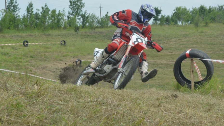 В Нижнедевицком районе прошел кантри-кросс среди мотоциклистов