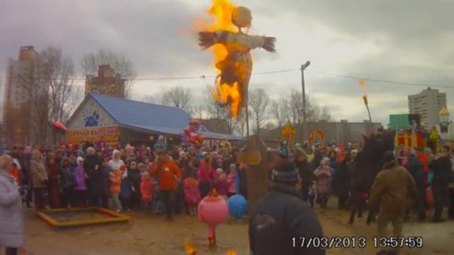 В Воронеже во время празднования Масленицы лошадь чуть не задавила детей