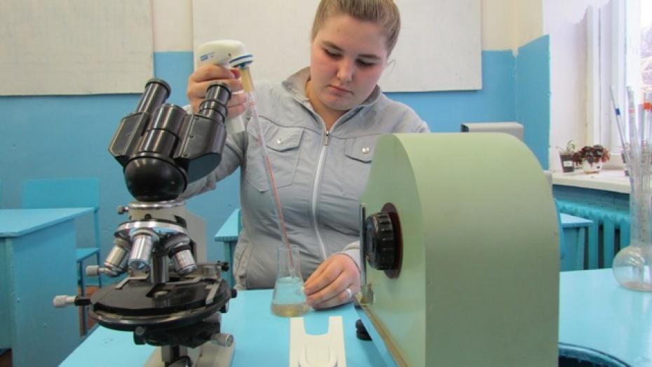 В Нижнедевицкой школе исследуют космические водоросли