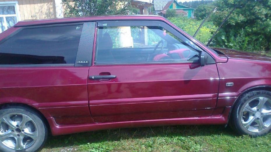 Два воронежца угнали застрявшую в Тепличном машину