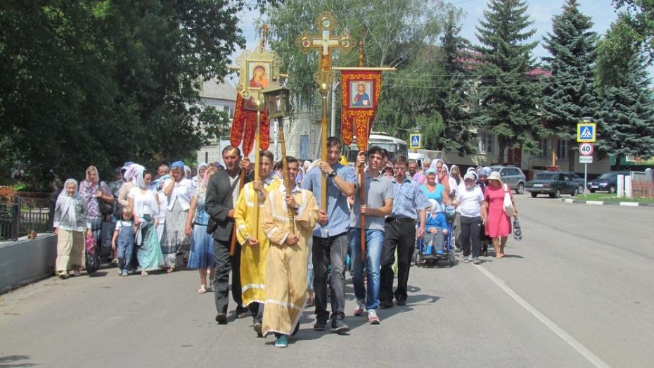 По Нижнедевицку прошел крестный ход в память о Крещении Руси