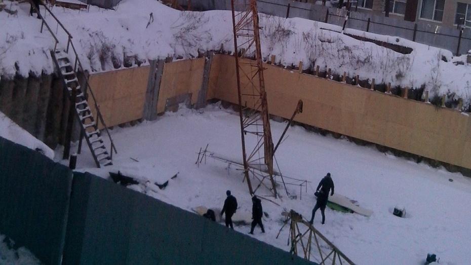 Вцентре Воронежа рухнул башенный кран, есть пострадавшие
