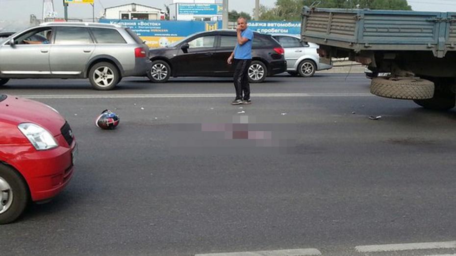 В Воронеже мотоциклист погиб в ДТП с «КАМАЗом» и «девяткой»