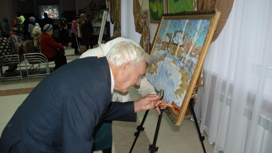 Дочь художника из Ленинградской области подарила кантемировцам картины