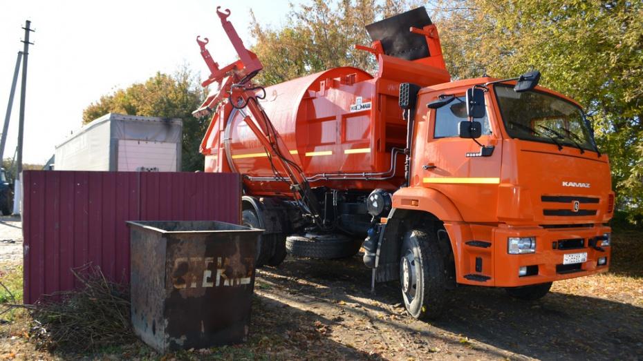 Для воробьевского коммунального хозяйства приобрели мусоровоз за 6 млн рублей